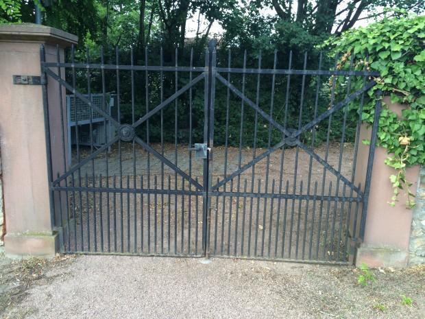 Tor am Gaulsheimer Friedhof wird repariert